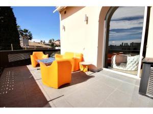 En lyxig 3-rumslägenhet till salu i Californie med havsutsikt