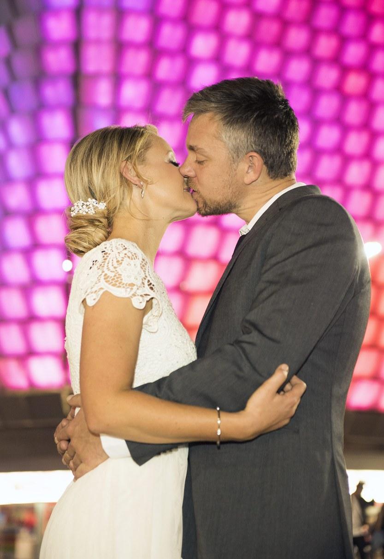 Lit background kiss