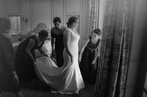bride getting ready at AlRu Farm