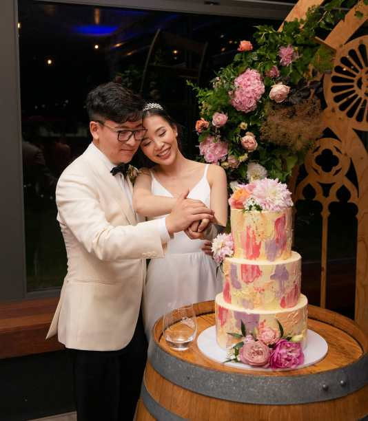 cutting the wedding cake at Mollydooker wines wedding