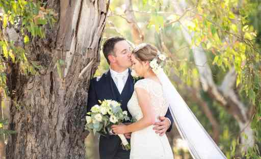 bridal couple kiss under gum tree