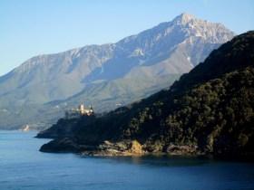 Pantokrator 051 - pogled ka manastiru Stavronikita
