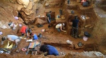 výzkum v jeskyni Lapa do Picareiro