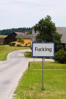 Fucking dopravní značka.