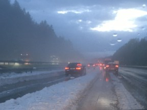 Kroupy na dálnici A8 v Německu