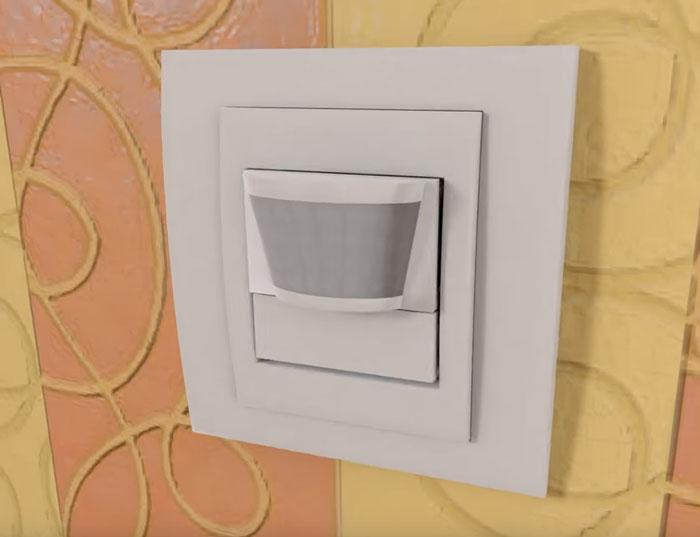 Pemasangan sensor gerak dua kawat di apartemen