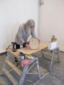 Jytte Høy - udarbejdelse af skulpturer til Kämpetorpsskolan