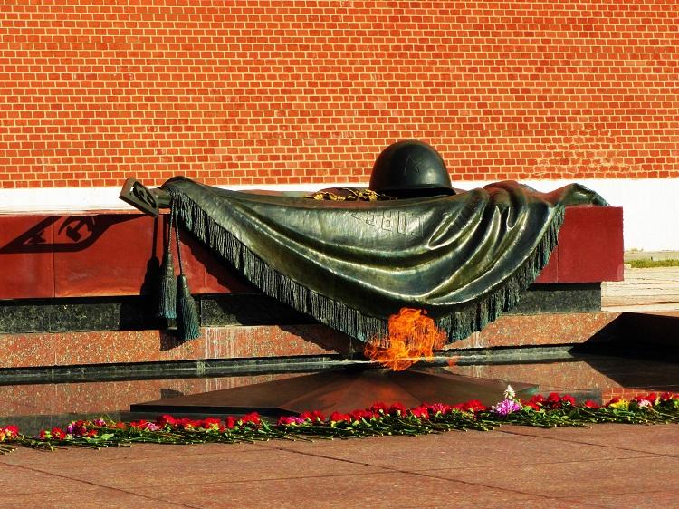 russia-moscow-potd-kremlin-unknown-soldier
