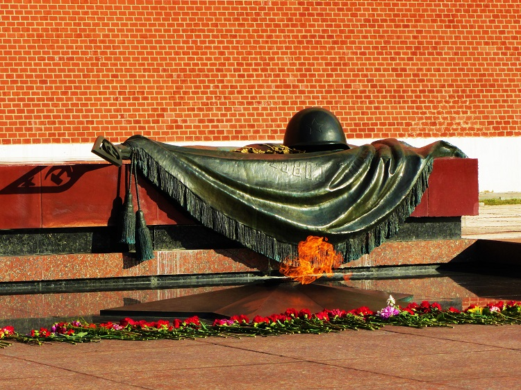 russia-moscow-potd-kremlin-unknown-soldier