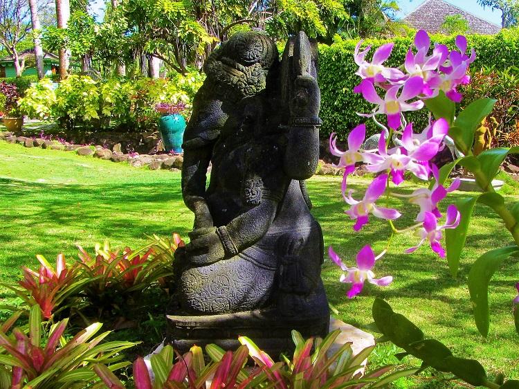 Statue in the Botanical Garden on Nevis