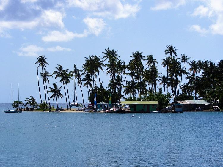 Marigot Bay sand bar