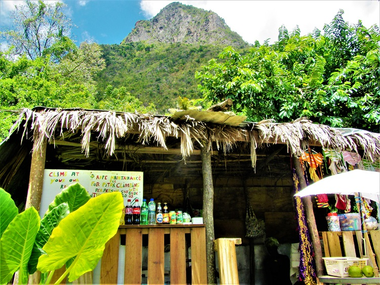 Bar at the start of the piton trail