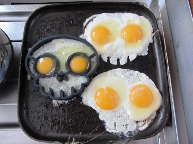 Cooking pirate eggs