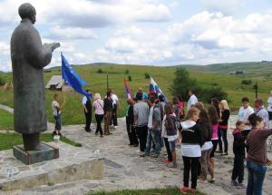 Zastave Slovenije i EU na Zmijanju