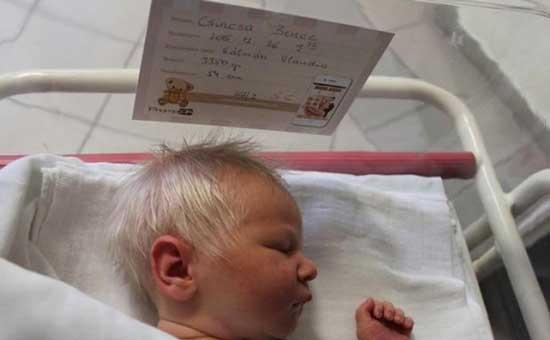 бебе-със-сива-коса