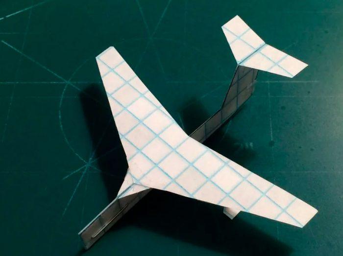 самолёт из бумаги