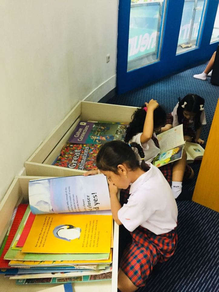 Library reading2