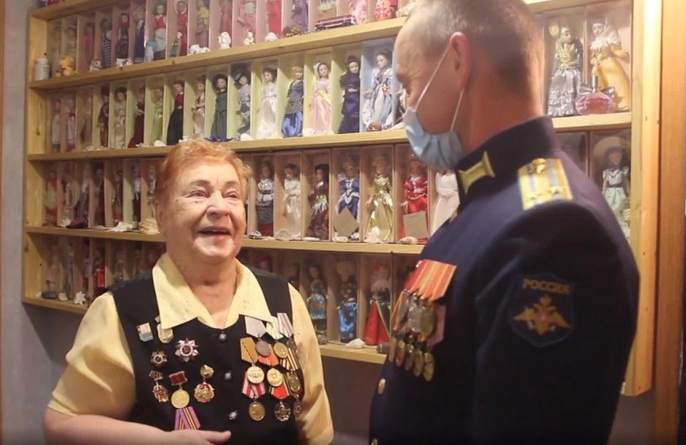 Под Самарой военные устроили персональный концерт для 98-летней разведчицы