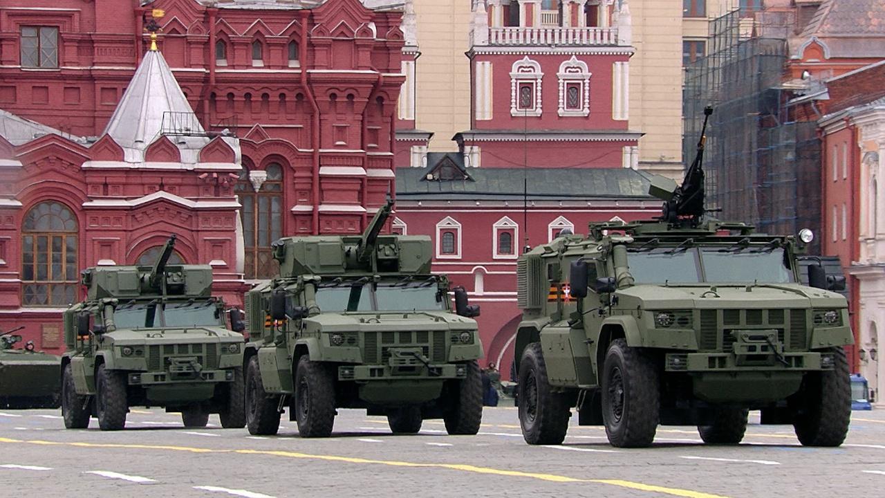 Стальные защитники: какую технику показали на Параде Победы в Москве