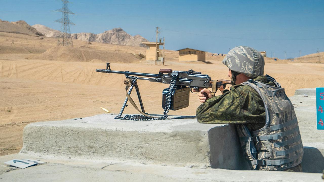 Передай другому: военные РФ провели эстафетную тренировку этапа конкурса «Мастер-оружейник» в Иране