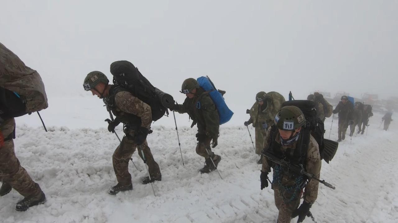 Военные альпинисты против убийственной погоды: как проходит «Эльбрусское кольцо»