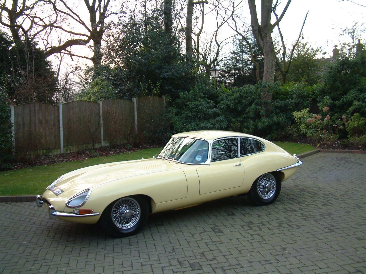https://i1.wp.com/svs-ltd.com/wp-content/uploads/2017/10/1964-Jaguar-E-Type-3.8-FHC-Multi-Concours-085.jpg