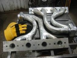 (2) Exhaust manifold.