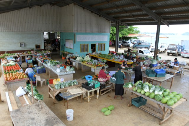 The fresh fruit and veg market, Neaifu
