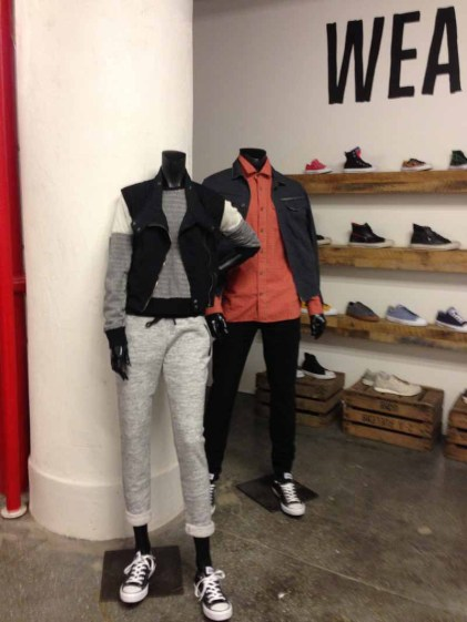 converse wear sneakers wall 01
