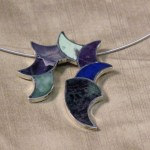 Pendant necklace inlayed with semi-precious stones