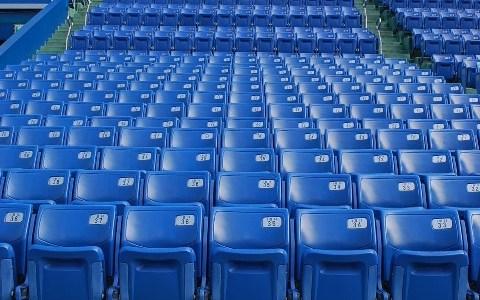 神宮球場心得|席は狭い。通路側がおすすめ。
