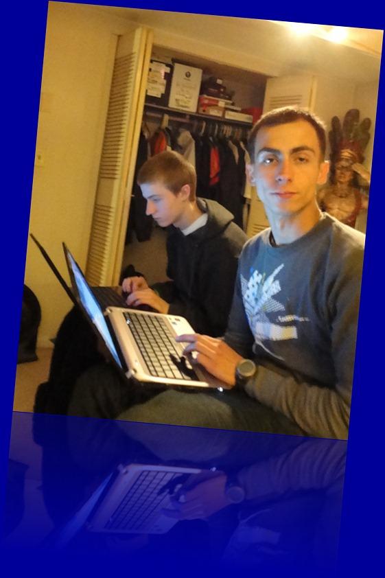 Gary Jr and PJ laptop Spril 2011