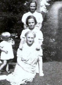 Aggie, Aunt Jay and unknown