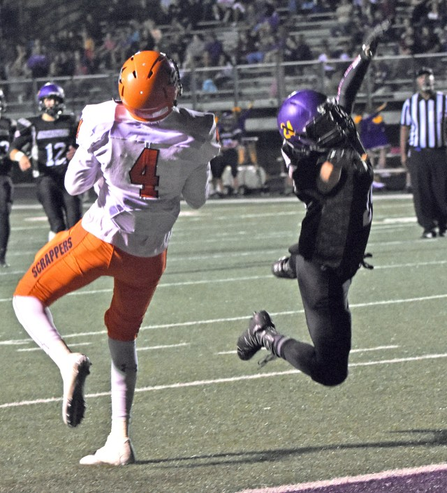 Ty Pettway (4) makes the catch on his way to a Scrapper touchdown Friday night.