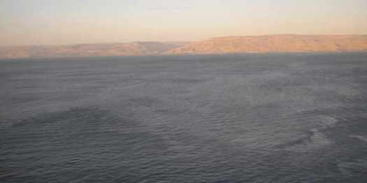 Погруженная монументальная структура в Галилейском море, Израиль