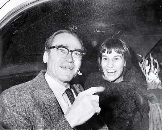 Мортон Собелл после своего освобождения из тюрьмы в 1969 году с женой Хелен