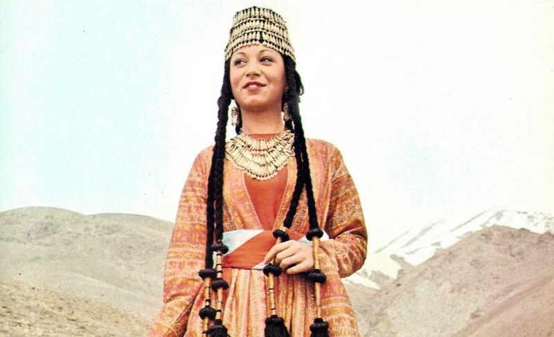 Жительница Армении в традиционном платье