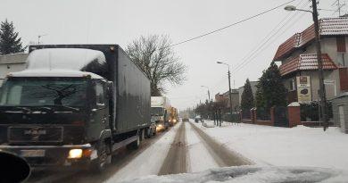 Uwaga śnieg: utrudnienia na drogach w Swarzędzu