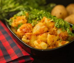 Chilli garlic Potatoes - Lahsooni Aloo