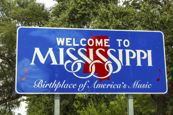 Red, white, and blue sign to welcome travelers in Mississippi