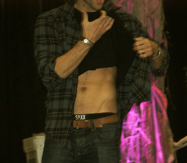 Supernatural BurCon 2013 Jared Padalecki abs