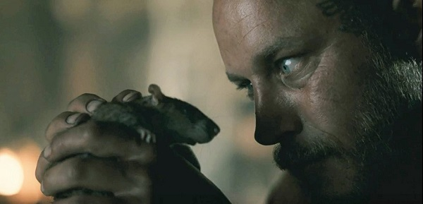 Here's an easy last question, not related to any episode: What animal is Ragnar's totem?