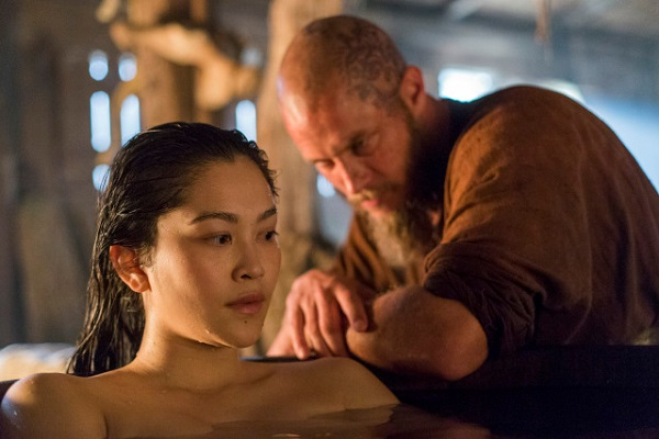 Why does Yidu confess to Ragnar that she is the Emperor's daughter?