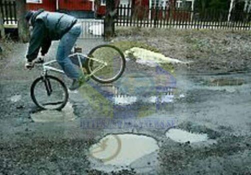 لماذا الشوارع الداخلية في السويد مُحفّرة وطرقاتها مُكسّرة؟