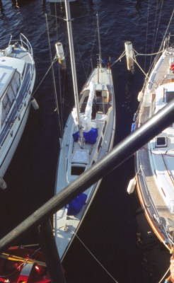 Halb so breit wie übliche Boote: 30er Tourenschärenkreuzer Lotus in der Marina Baltica/Travemünde - Foto Erdmann Braschos