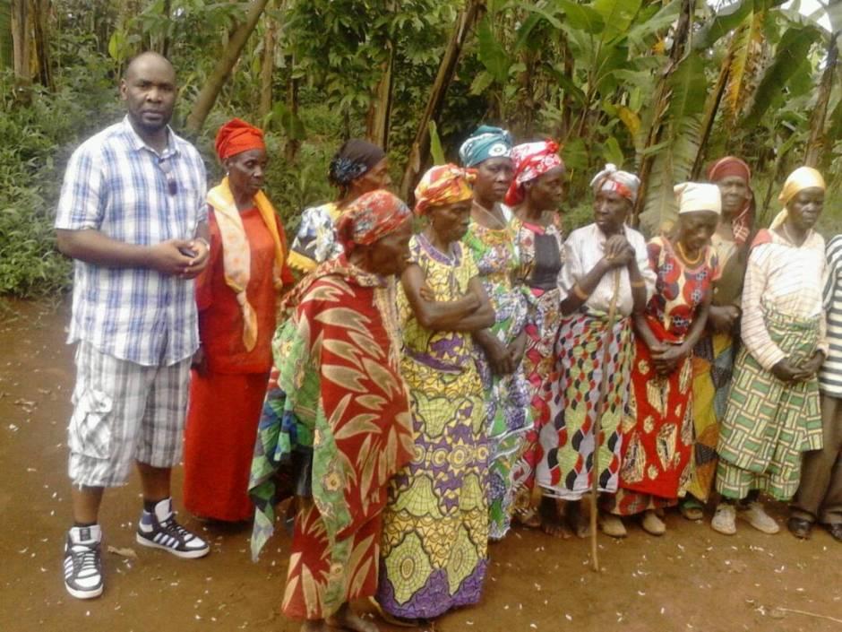Pascal Kayembé avec les seniors de Kavumo