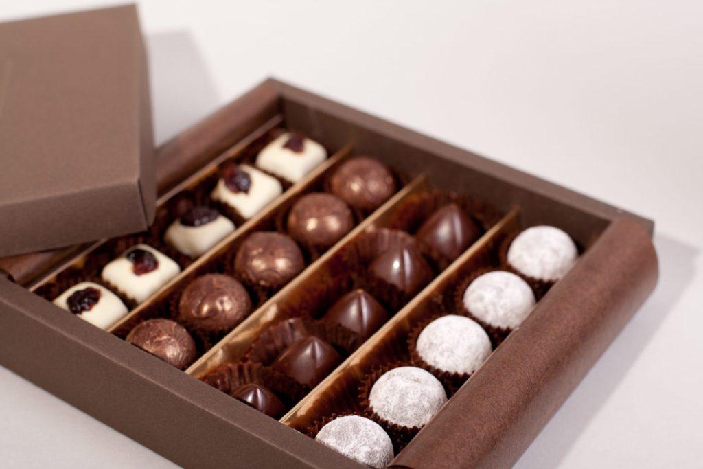 Vegane Truffes und Pralinen von Sweet Retreat. Schachtel zu 20 Stück assortiert.