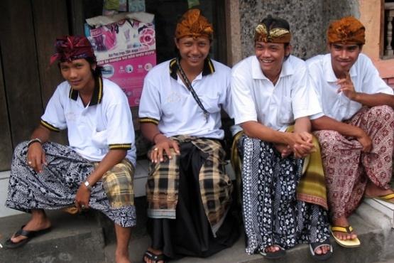 Indonesia-man_dress-flickr.com-balilogue