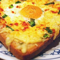 Tost zapiekany z jajkiem i serem /  Toast baked with egg and cheese