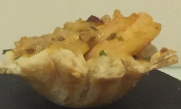 Shrimp with red curry naan cup